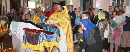 Молебен об учащихся в храме Похвалы Богородицы п. Орёл