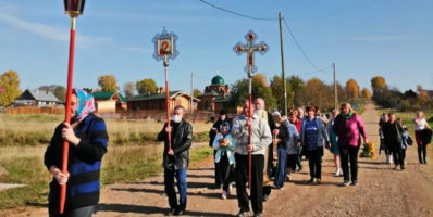 Крестный ход к поклонному Кресту на месте высадки ссыльных 1937-1938 гг.